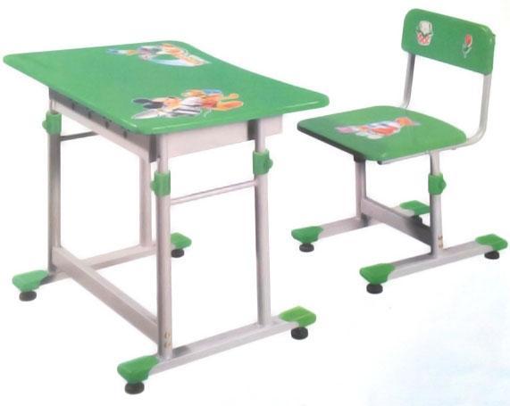 Đặt bàn ghế học sinh