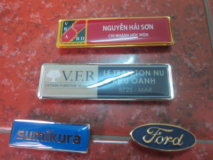 Công ty làm bảng tên nhân viên, huy hiệu cài áo, biển chức danh, làm đĩa đồng, làm đồ đồng